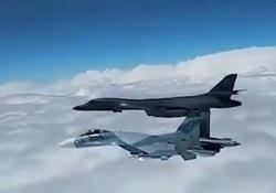 تعقیب و گریز جنگنده های روس و بمب افکن آمریکا در مرز روسیه + فیلم