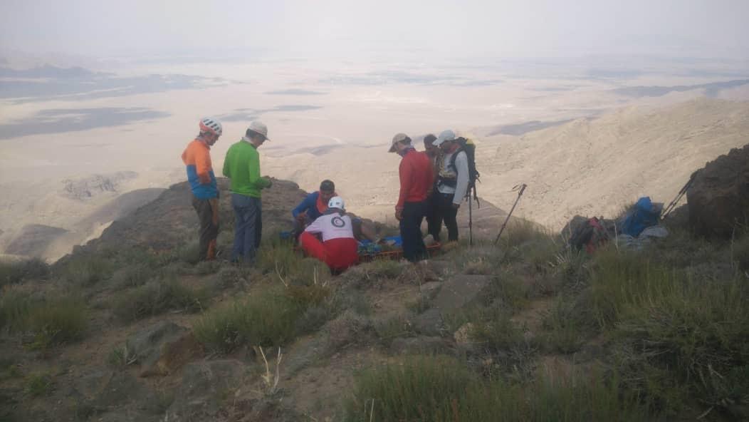 امداد و انتقال مصدوم از ارتفاع سه هزار و ۵۰۰ متری