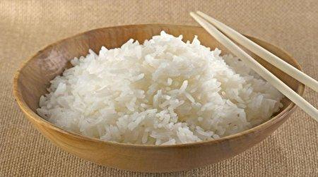 برنج پخته شده را تا چه زمانی میتوانیم در یخچال یا فریزر نگهداری کنیم؟