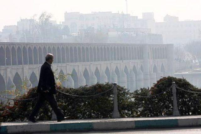 اصفهان در محاصره آلایندهها در سرما، گرفتار گردوغبار در گرما /آیا قانون هوای پاک به داد اصفهان می رسد؟