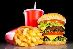 غذاهایی که خوردن آنها بیشتر شما را گرسنه میکند