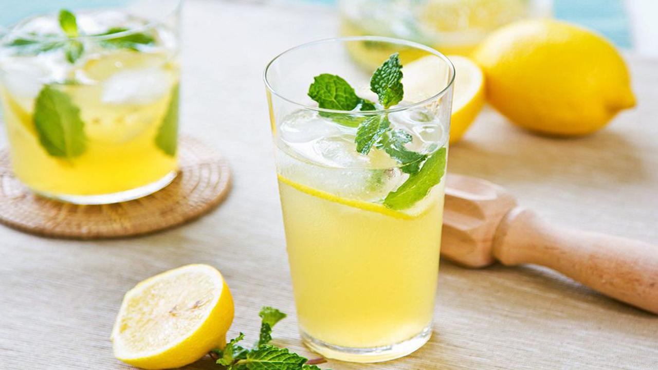 طرز تهیه یک نوشیدنی گوارا برای دور زدن گرمای تابستان