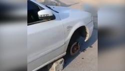 اقدام عجیب سارق پس از سرقت چرخ های یک خودرو + فیلم