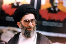 رهبر معظم انقلاب در کنار پدر بزرگوارشان + عکس