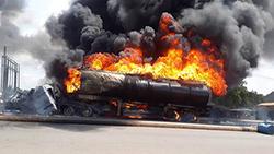 حریق دو تانکر حامل سوخت در بندرعباس + فیلم
