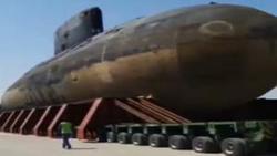 جابجایی زیردریایی ۳۲۰۰ تنی ارتش با تریلی کمرشکن + فیلم