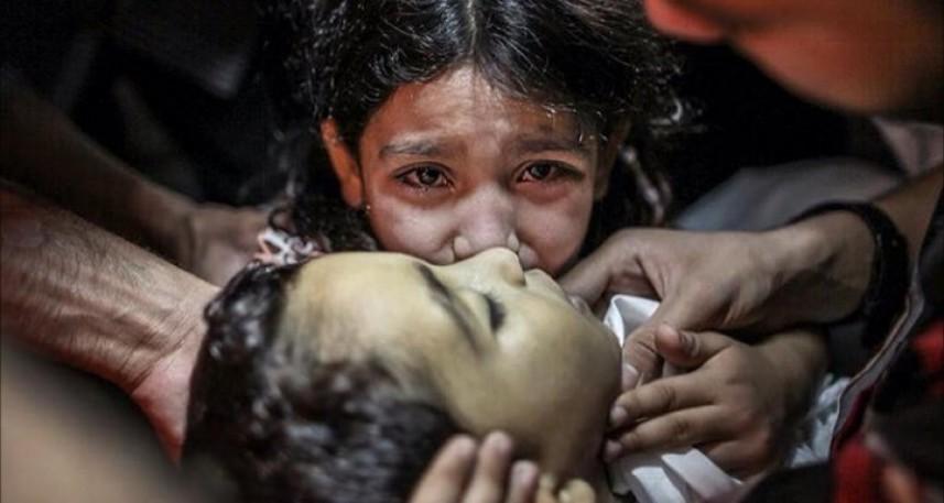 شهادت مظلومانه هزاران فلسطینی و بمب های آمریکایی که تا استخوانِ آدمی را می سوزاند