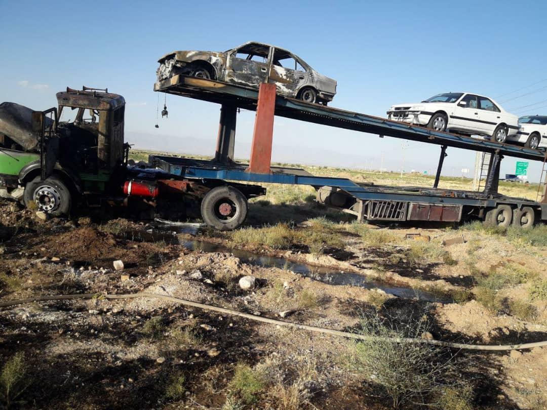 آتش سوزی تریلی سواری کش در جاده نیشابور