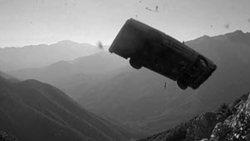 سقوط مرگبار خودروی شاسی بلند به پرتگاه حاشیه بزرگراه + فیلم