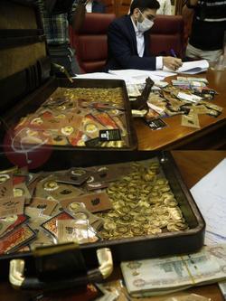 ماجرای کیف جادویی پر از سکه در دادگاه مدیران دولتی فاسد چیست؟