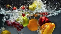 یک ترفند ساده و فوری برای شستن میوهها مخصوص تنبلها