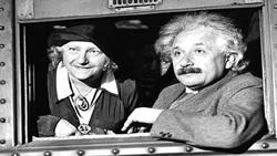 رفتارهای عجیب و غریب اینشتین/ از نپوشیدن جوراب تا یاد نگرفتن رانندگی
