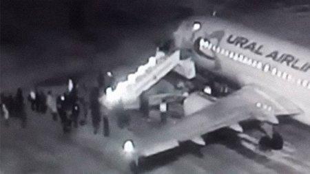 سقوط شش نفر از مسافران هواپیما به دلیل نقص فنی + فیلم