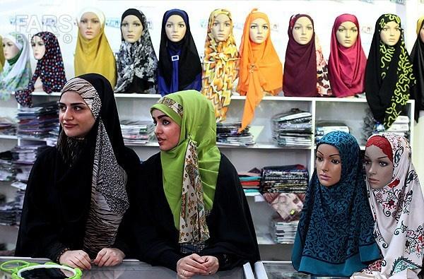 جولان پوشاک نامتعارف در بازار/ فرهنگ سازی، گام نخست برای گرایش جوانان به عفاف و حجاب