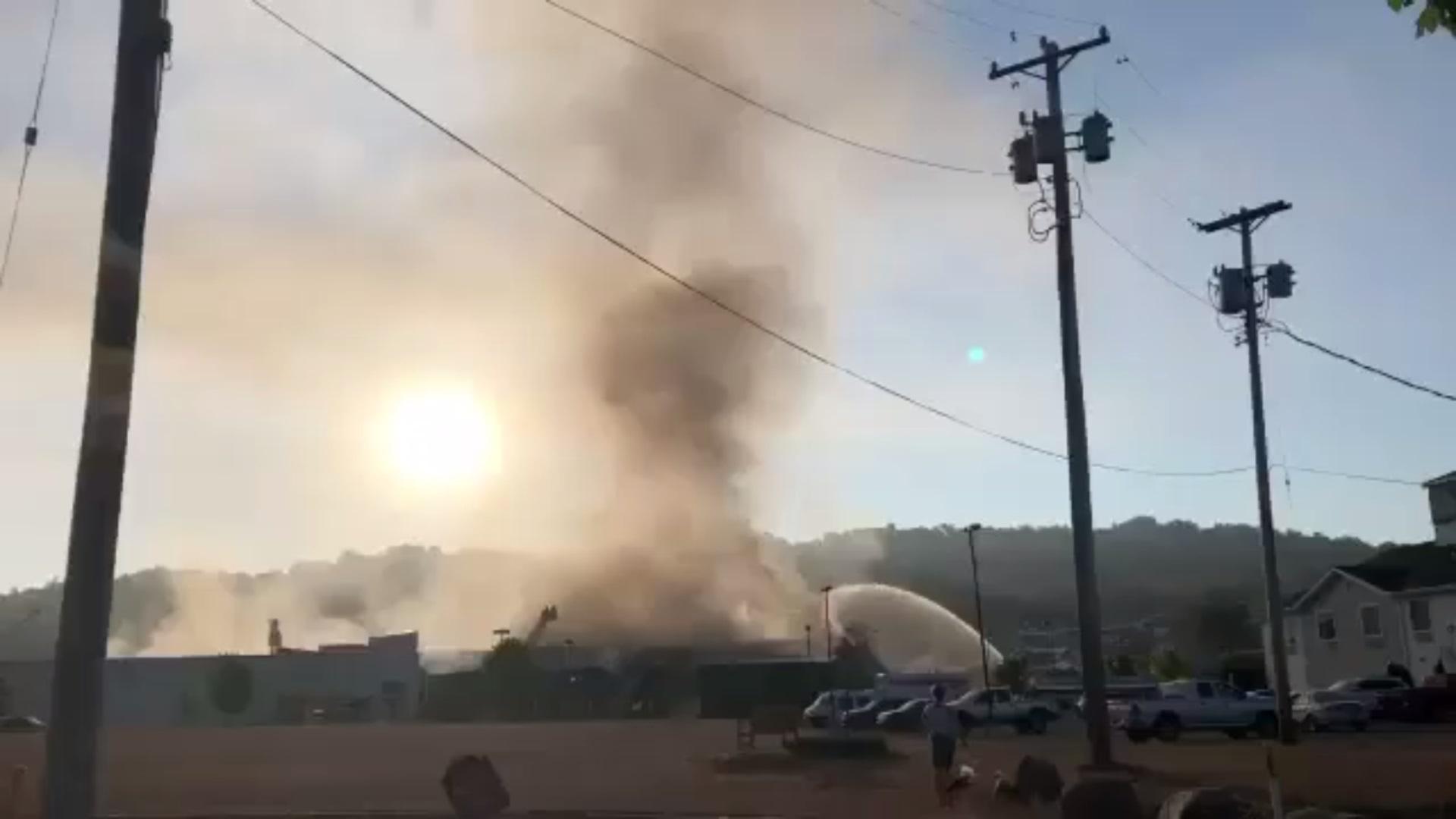 تخلیه کارخانه فولاد در پنسیلوانیای آمریکا به دلیل آتشسوزی + فیلم ...
