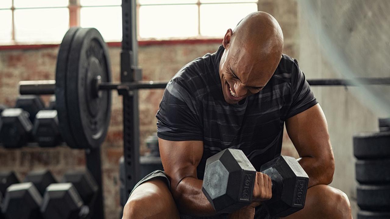 چگونه با کمترین هزینه وزنه دمبل بسازید و ورزش کنید؟