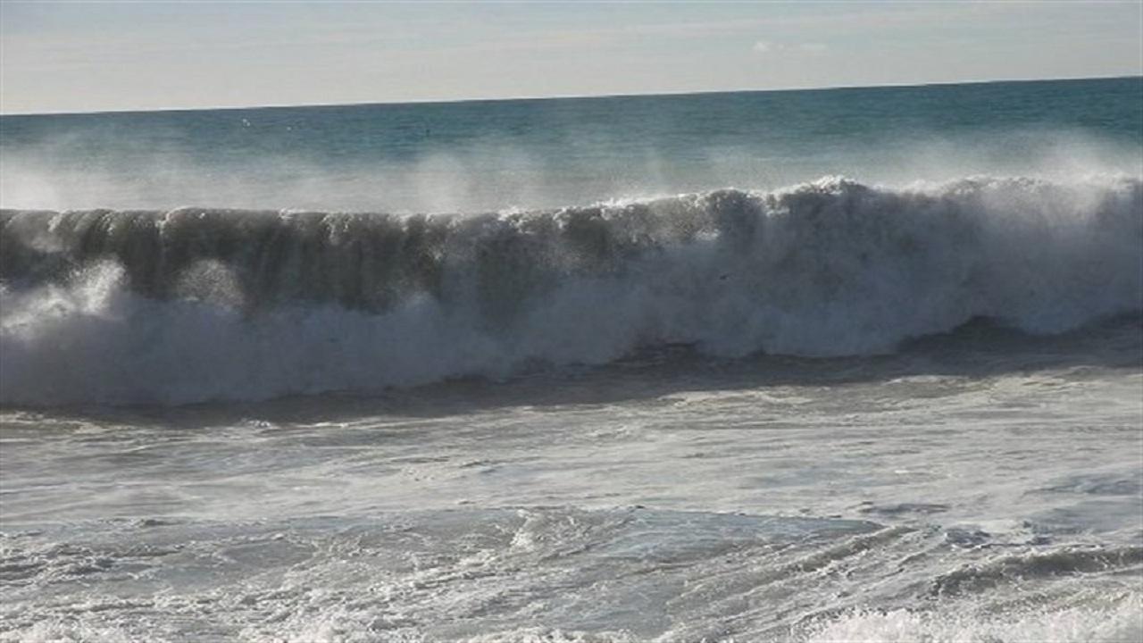 افزایش ارتفاع موج دریا