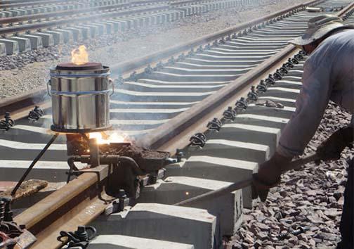 آماده سازی ریل های راه آهن ایلام