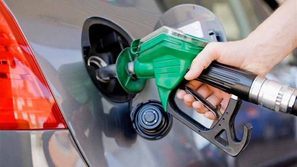 وقتی مجلسیها بنزین را سر سفره مردم میبرند/رانت یا عدالت اجتماعی؟مساله این است