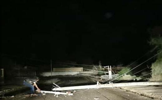 سقوط تیر برق در شهر گل مورتی بر اثر توفان شدید