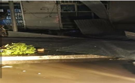 تخریب برخی از سازه های شهر گل مورتی بر اثر توفان شدید