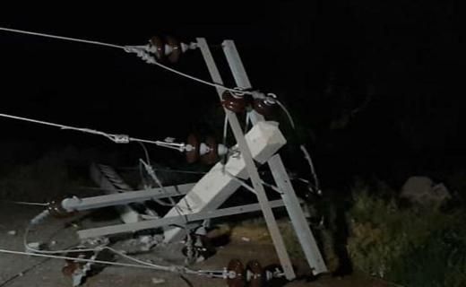 سقوط تیر برق در شهرستان دلگان بر اثر توفان شدید
