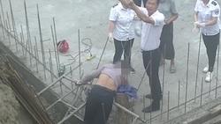 سقوط وحشتناک کارگر ساختمانی روی میلگرد (+۱۸)
