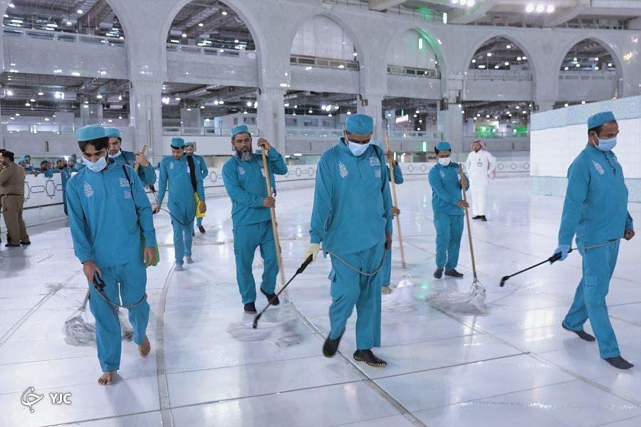 استفاده روزانه ۵۴ هزار لیتر مواد ضدعفونی کننده برای مسجد الحرام+ تصاویر