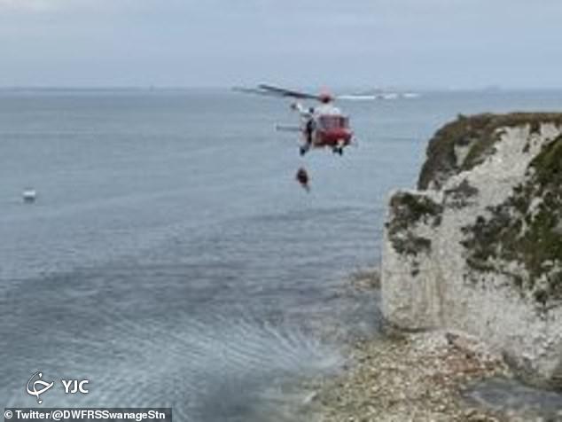 نجات معجزه آسای زن سالخورده پس از سقوط از ارتفاع!