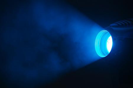 نقش نور آبی چراغهای خیابان در ابتلا به سرطان روده بزرگ