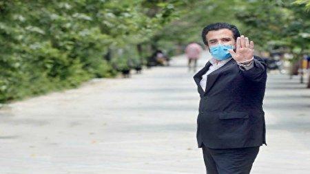 جریان شوخی با حسینی بای سر نام خانوادگیاش/ وقتی آقای گزارشگر با جلیقه ضدگلوله بدون آهن وسط معرکه رفت!
