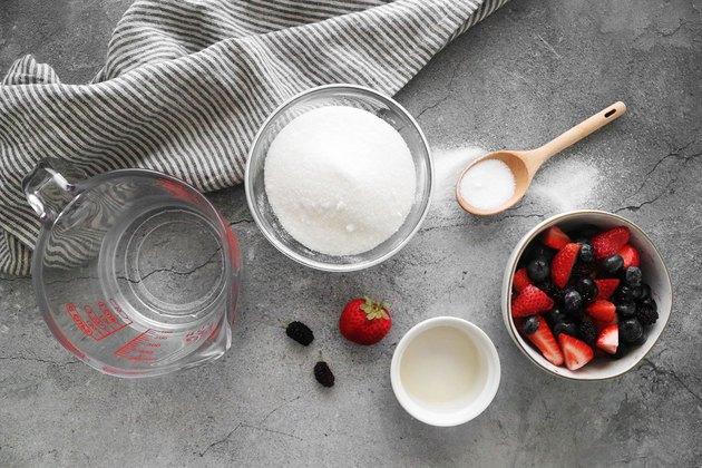 طرز تهیه چند نوع نوشیدنی تابستانی ؛ شربت هایی که بدن را خنک خنک می کنند