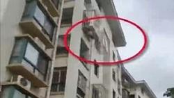 گیرکردن کودک پس از سقوط از ساختمان ۵ طبقه!