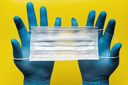 برای جلوگیری از انتشار ویروس کرونا دستکش نپوشید