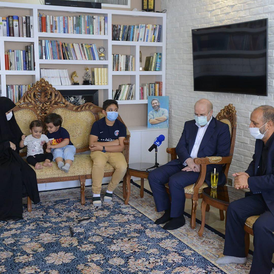 دیدار قالیباف با خانواده روح الله رجایی