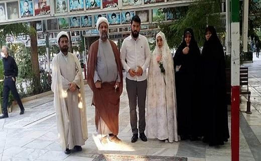 عروس و داماد در کنار خانواده