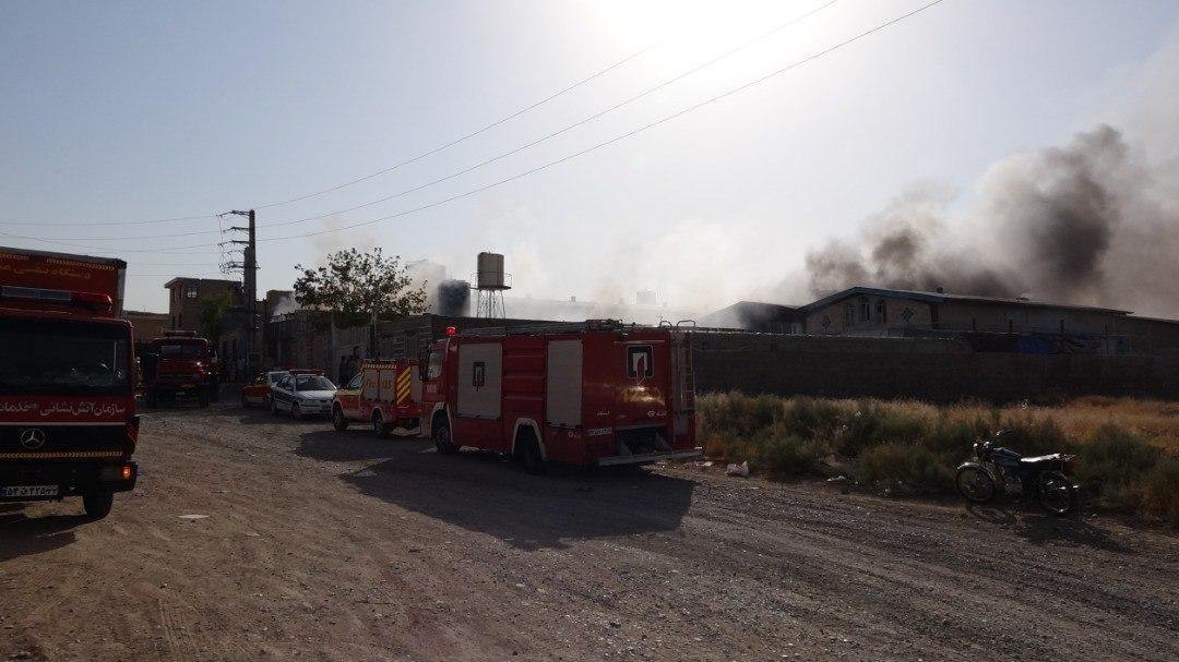 آتش سوزی گسترده انباری واقع در جاده ورامین + تصاویر