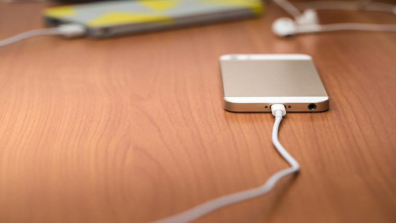 ۵ باور اشتباه درباره باتری تلفن هوشمند