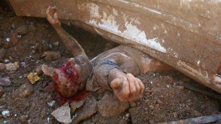 زنده ماندن معجزه آسای یک مرد لبنانی پس از انفجار مهیب بیروت + فیلم