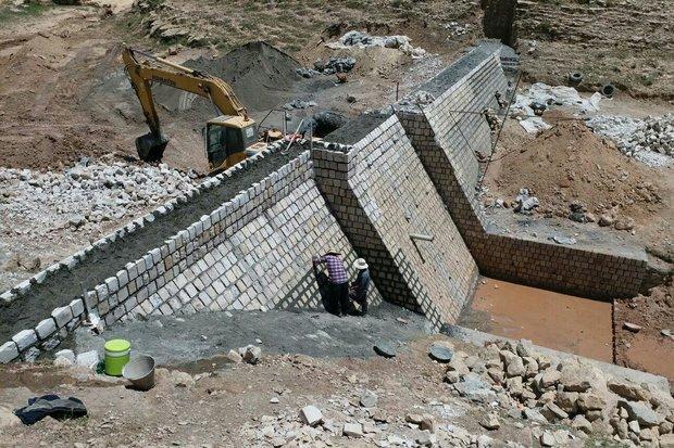 پیشرفت ۶۰ درصدی بند ملاتی سرکان برای کنترل سیلابها