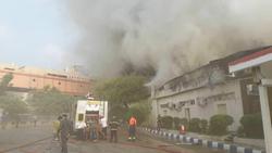 آتش سوزی در پاساژ پردیس ۱ جزیره کیش/ تخریب بخشی از بازار / یک نفر جان خود را از دست داد + فیلم و تصاویر