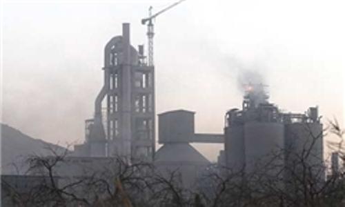 کارخانههای آلاینده تهدیدی برای سلامتی شهروندان/ اما و اگرهای انتقال کارخانه سیمان