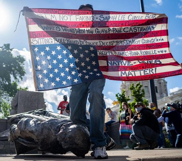 داستان سقوط مجسمهها / وقتی قوانین آمریکا میخواهد نژادپرستی زنده بماند + تصاویر