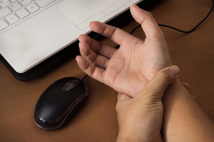 چگونه از تاثیر منفی استفاده از فناوری بر روی سلامت جسمانی جلوگیری کنیم؟