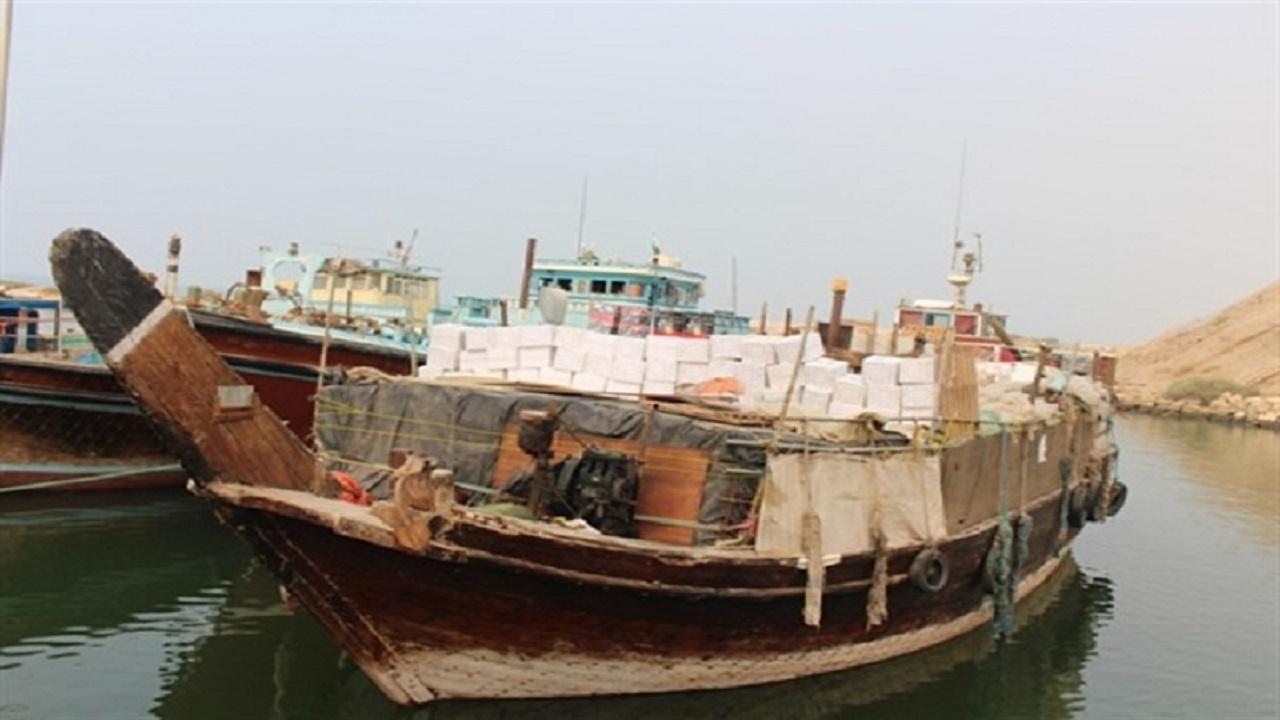 شناور حامل کالای قاچاق در آبهای گناوه کشف و ضبط شد