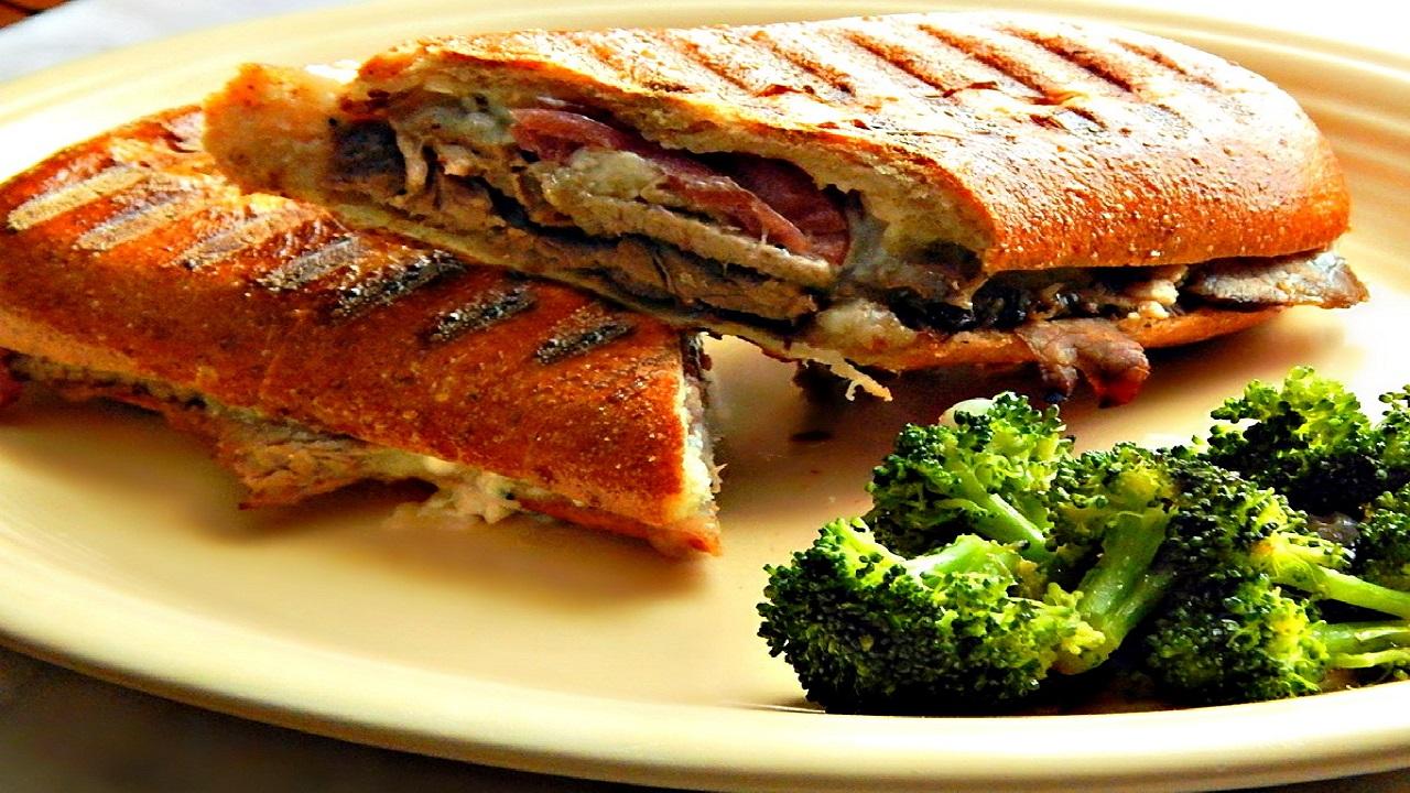 طرز تهیه ساندویچ پنینی مرغ در ماهیتابه بدون فر و ساندویچساز