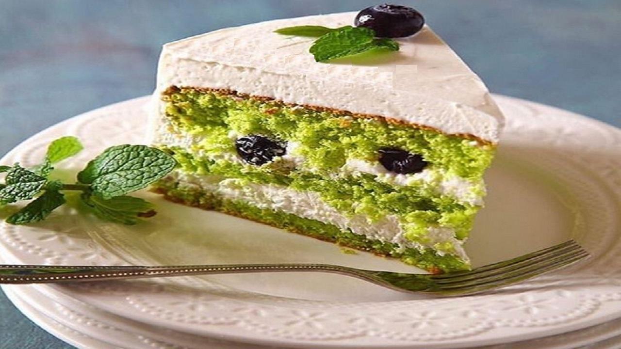 طرز تهیه کیک پسته و بلوبری