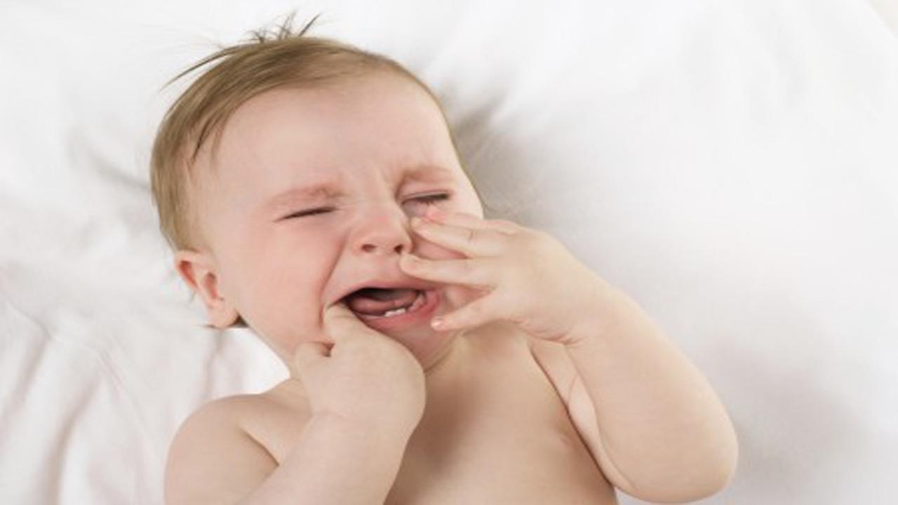 دندان درآوردن باعث اسهال کودک میشود؟