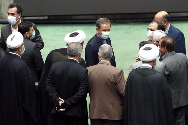 وقتی روحانی گزینه خود برای وزارت صمت را تا بهارستان همراهی نکرد/تصویب یک لایحه به نفع بورس بازها در مجلس