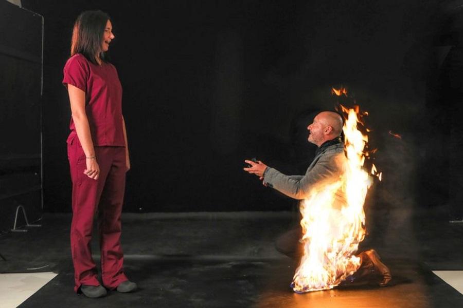 12394800 698 - مرد بدلکار سر تا پا در آتش از زن مورد علاقه اش خواستگاری کرد!